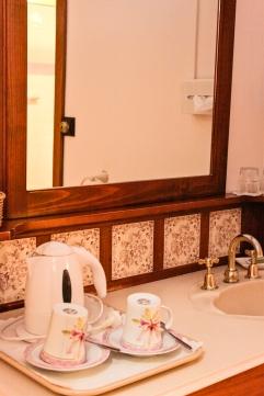 Bathroom and tea and coffee making facilities